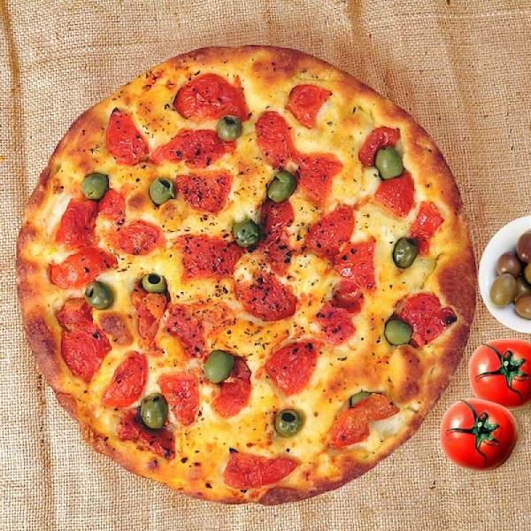 focaccia con pomodorini e olive in atm